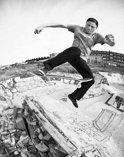 SkaterBoyBlackpants